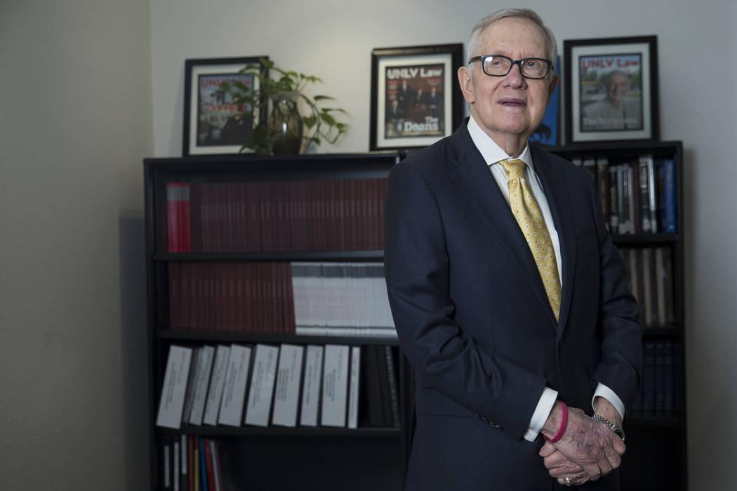 El ex líder de la mayoría del Senado de los Estados Unidos, Harry Reid, durante una entrevista en el edificio de la Escuela de Leyes William S. Boyd de la UNLV en Las Vegas, viernes 16 de marzo ...