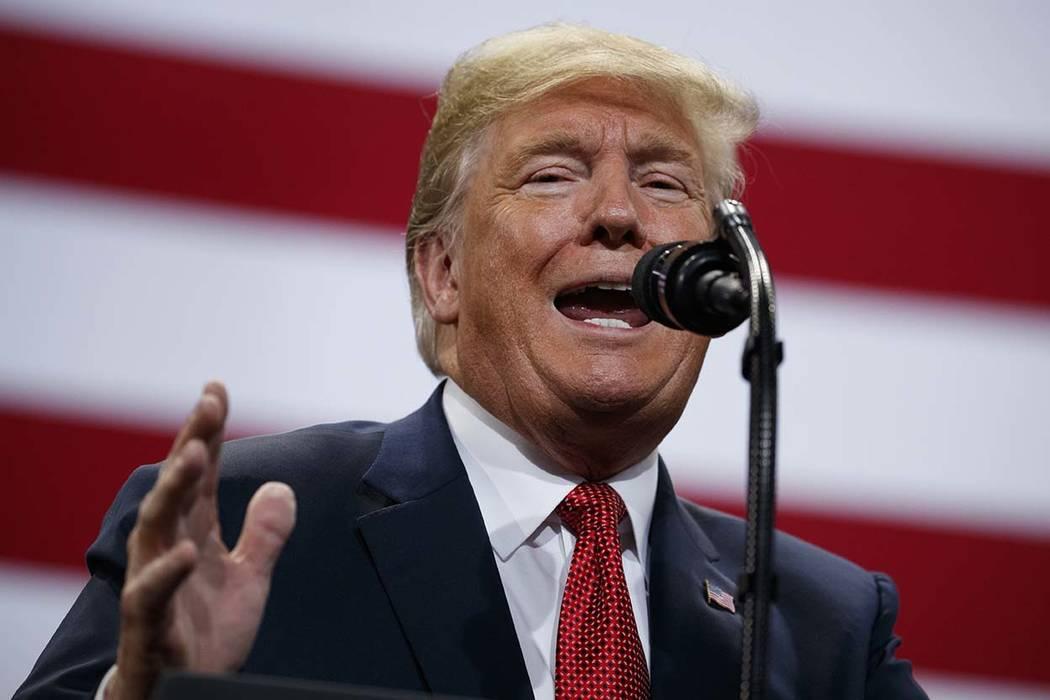 El presidente Donald Trump habla durante un mitin de campaña en el Centro Cívico de Mayo en Rochester, Minnesota, el 4 de octubre de 2018. (Evan Vucci / AP)