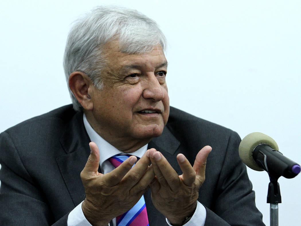 México, 29 Oct 2018 (Notimex- Francisco García).- En conferencia de prensa, el presidente electo, Andrés Manuel López Obrador, anunció que se respetará la decisión que emitió la ciudadaní ...