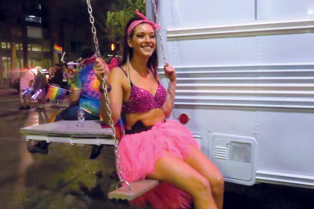 Archivo.- Los participantes lucieron coloridos vestuarios durante el desfile. Viernes 20 de octubre de 2017 en el centro de Las Vegas. | Foto Anthony Avellaneda / El Tiempo.