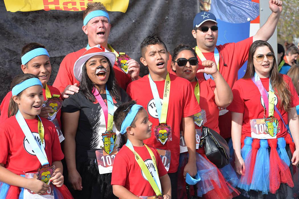 Familias y corredores recreativos disfrazados aprovecharon el clima perfecto para la carrera. Sábado 27 de octubre de 2018 en Henderson. Foto Frank Alejandre / El Tiempo.