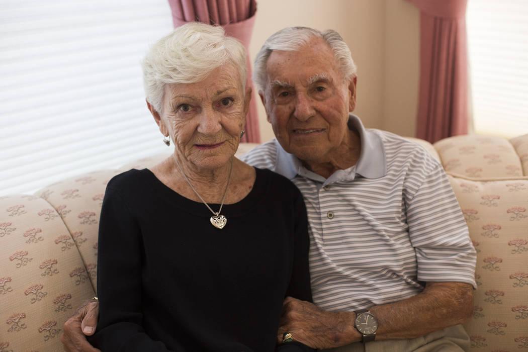 Alexander Kuechel y su esposa Lilo Kuechel en su casa en Las Vegas, el miércoles 31 de octubre de 2018. Ambos fueron sobrevivientes del Holocausto. Rachel Aston Las Vegas Review-Journal @rookie__rae
