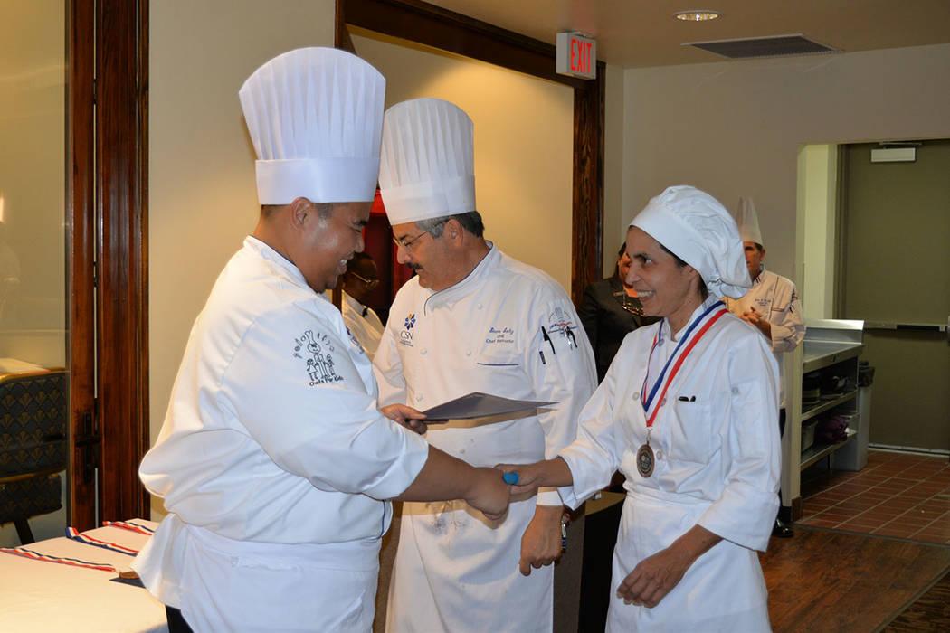 La ceremonia se llevó a cabo en el restaurante Russell's en el campus Cheyenne del CSN. Miércoles 31 de octubre de 2018 en el Colegio del Sur de Nevada, Campus Cheyenne. Foto Frank Alejandre / E ...