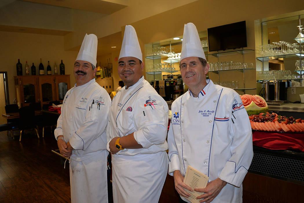 Los chefs del programa John Metcalfe, Steve Soltz y Michael Gabriel entregaron los reconocimientos. Miércoles 31 de octubre de 2018 en el Colegio del Sur de Nevada, Campus Cheyenne. Foto Frank Al ...