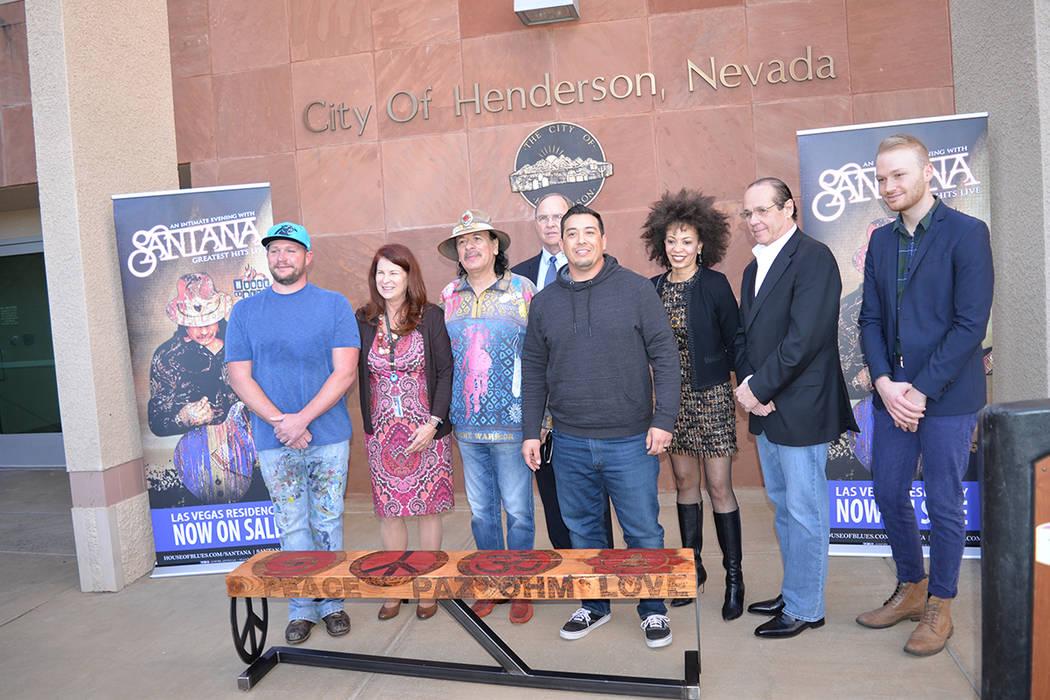 A la develación acudieron, Douglas Coombs, CEO de Habitat for Humanity Las Vegas, Justin Lepper, artista local, Kerm Sablan, de Madera Urbana Worx, Brian Kline, del House of Blues, Michael Vrioni ...