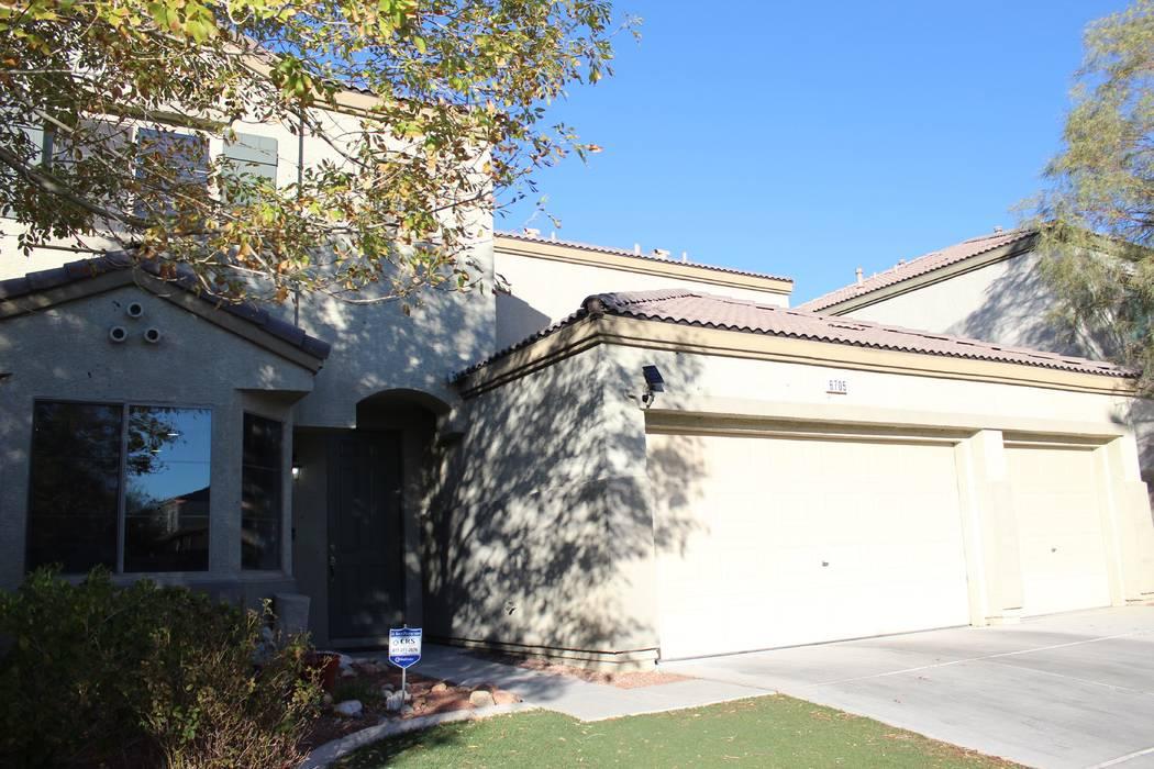Una casa en la cuadra 6700 de Courtney Michelle Street de North Las Vegas fue atacada por disparos, matando a una niña de 11 años la noche del jueves, 1 de noviembre de 2018. (Max Michor / Las V ...