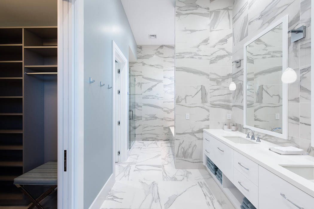 El armario se encuentra junto al baño principal. (Steve Morgan)