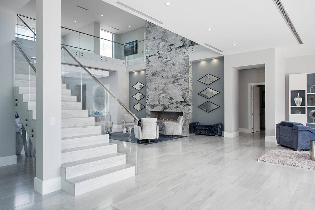 La casa de dos pisos mide 12 mil 25 pies cuadrados. (Steve Morgan)
