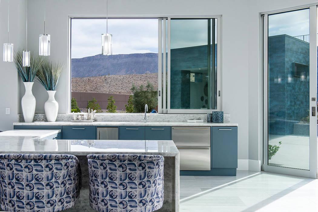 Una vista de las montañas del desierto desde la cocina. (Steve Morgan)
