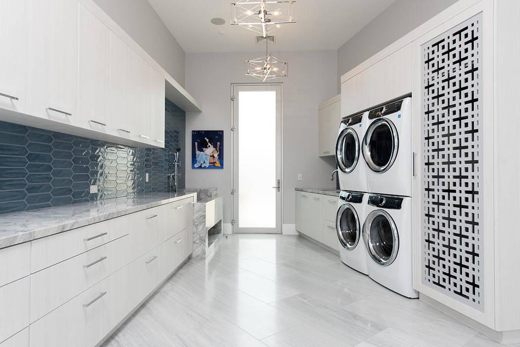 El cuarto de lavado es grande y tiene una estación de lavado para perros. (Steve Morgan)