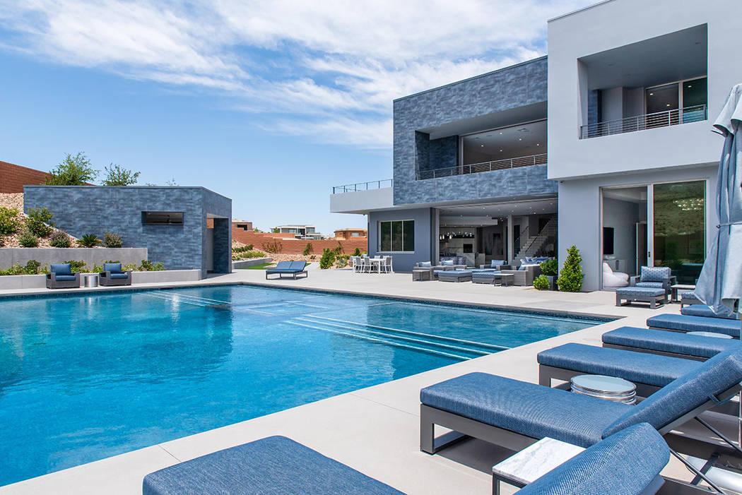 La casa cuenta con una piscina de 6 pies de profundidad y zona de spa. (Steve Morgan)