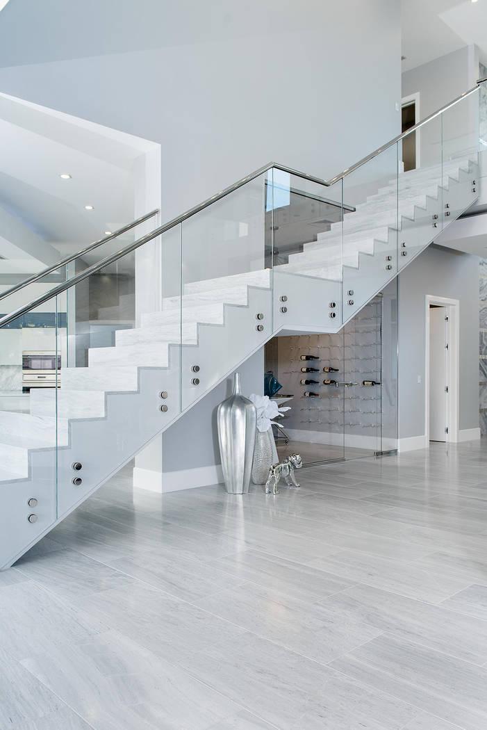 La sala de vinos está debajo de las escaleras. (Steve Morgan)
