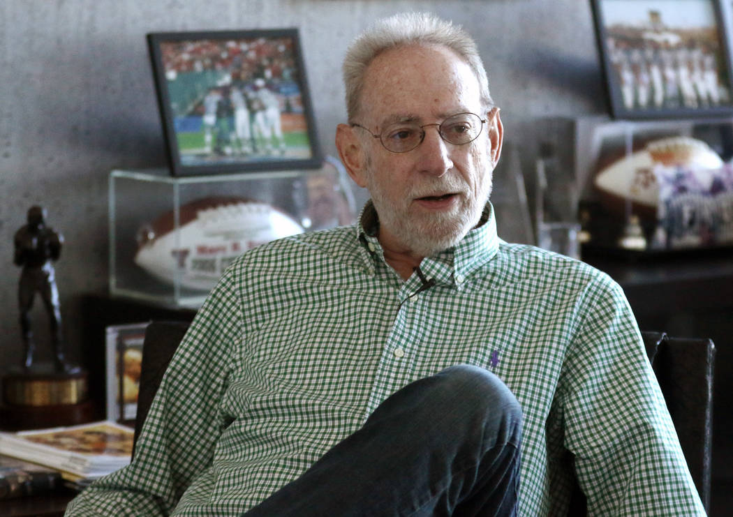 Marc Ratner, ex director ejecutivo de la Comisión Atlética de Nevada, recuerda el 25 aniversario de Fan Man en la revancha de Riddick Bowe contra Evander Holyfield el 6 de noviembre de 1993, dur ...