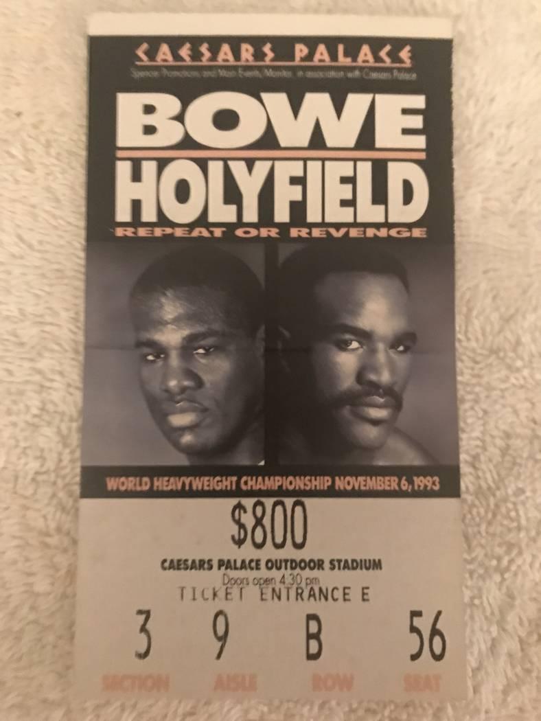 Una foto del boleto de Marc Ratner para la revancha de Riddick Bowe contra Evander Holyfield en 1993. Ratner era el director ejecutivo de la Comisión Atlética de Nevada en ese momento.