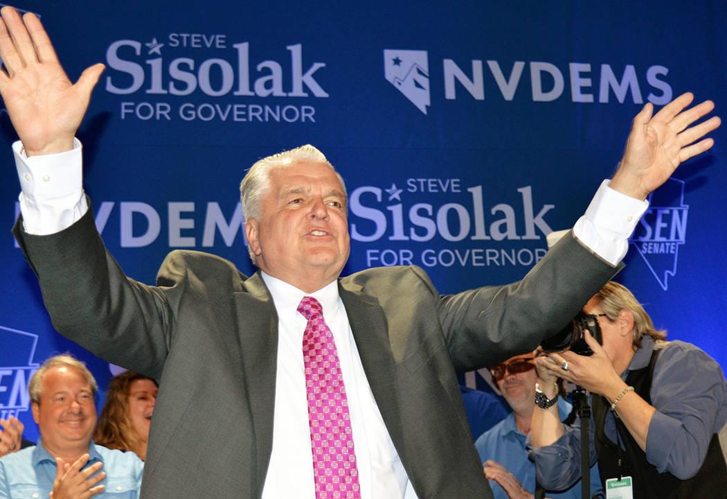 "Steve Sisolak se adjudicó una importante victoria para el Partido Demócrata, la gubernatura del estado se ""pintó de azul"". Martes 6 de noviembre de 2018, en el Caesars Palace. Foto Frank Al ..."