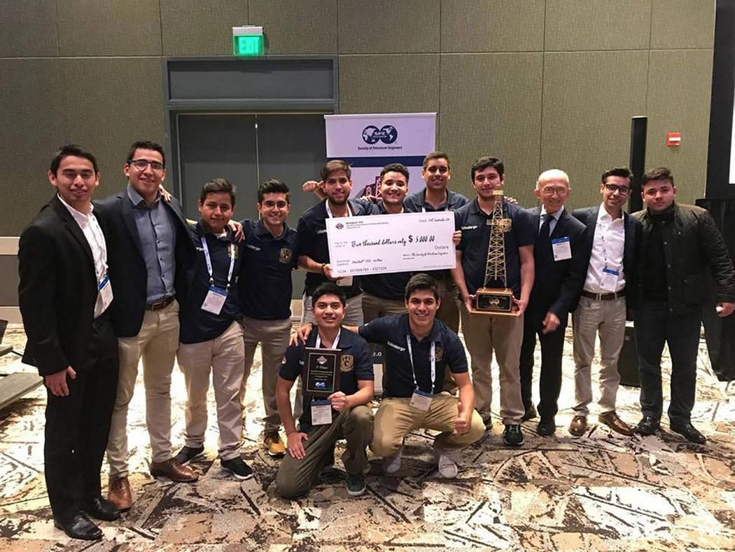 ARCHIVO. México, 27 Sep 2018 (Notimex- Especial) Estudiantes de la Facultad de Ingeniería de la Universidad Nacional Autónoma de México ganaron por tercer año el primer lugar del PetroBowl In ...