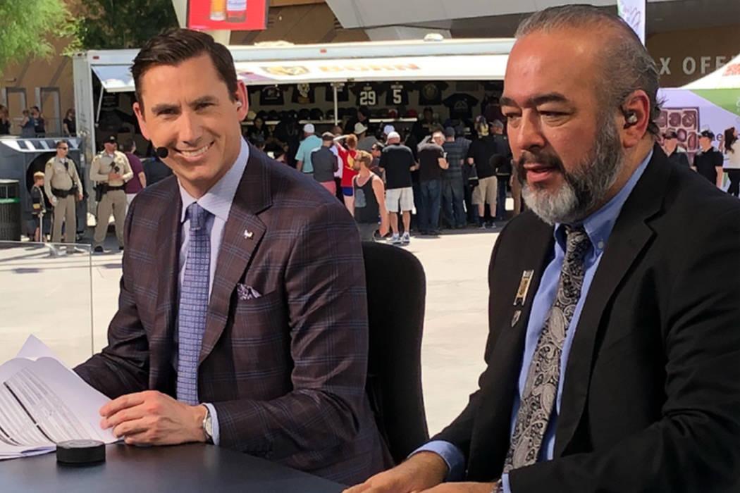 Jesús López -derecha- es el encargado de narrar en español los partidos como local de Vegas Golden Knights a través de ESPN Deportes 1460 AM. [ Foto Cortesía ]
