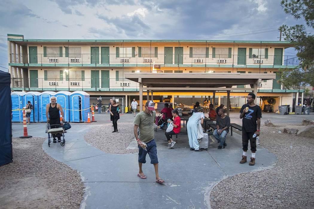 El patio para gente sin hogar de la ciudad de Las Vegas, el jueves 27 de julio de 2018, en Las Vegas. Benjamin Hager Las Vegas Review-Journal @benjaminhphoto