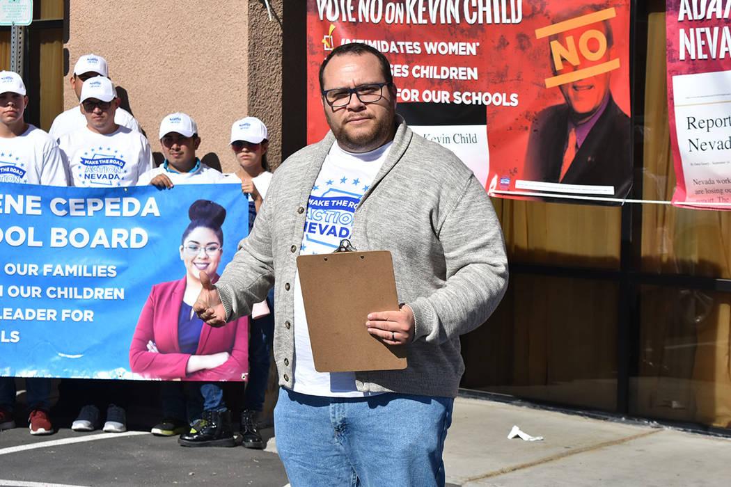 """""""Si los demócratas no quieren apoyar leyes o pólizas que nos beneficien, nosotros vamos a movilizar a la comunidad"""": Leo Murrieta, director de Make the Road Action NV. Foto Anthony Avellaned ..."""