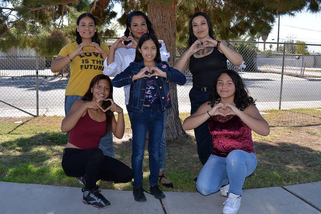 """Healing Hearths con """"Agape"""", amor y compasión. Sábado 10 de noviembre en el parque College, de North Las Vegas. Foto Frank Alejandre / El Tiempo."""