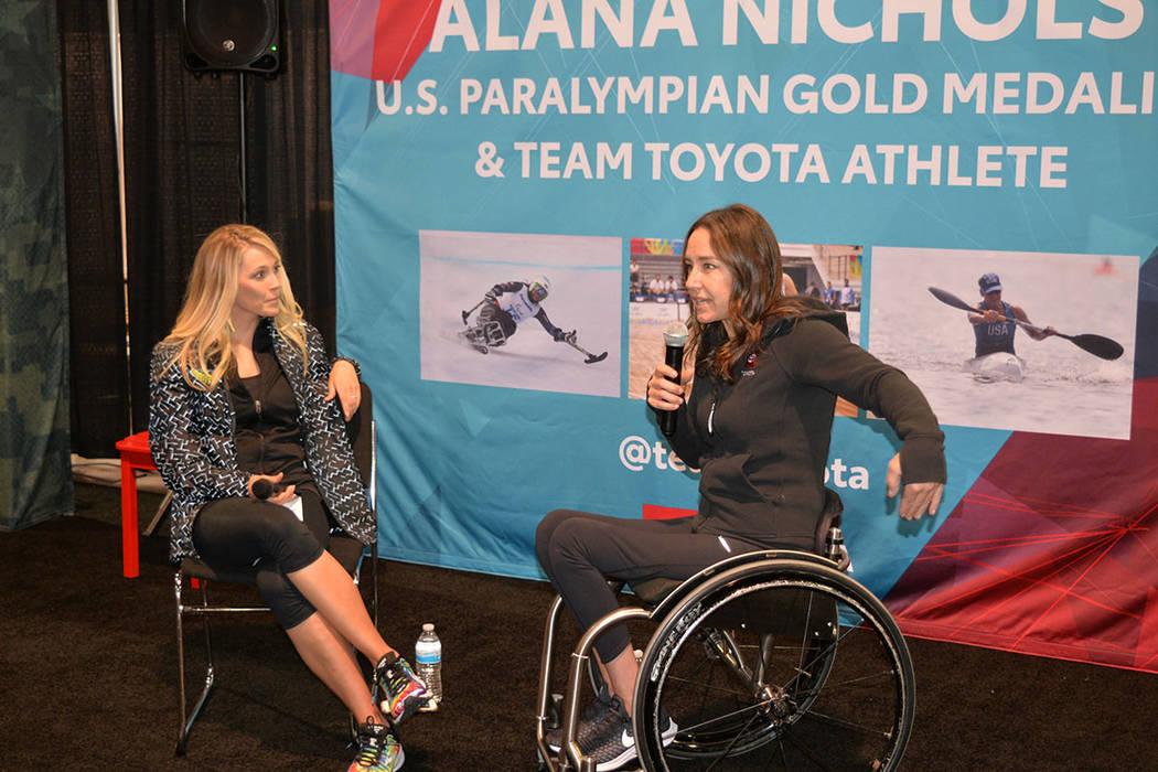 Alana Nichols, atleta paralímpica, medalla de oro en Beijin y Vancouver, compartió su historia deportiva en la Expo. Domingo11 de noviembre de 2018, en el maratón internacional de Las Vegas. Fo ...