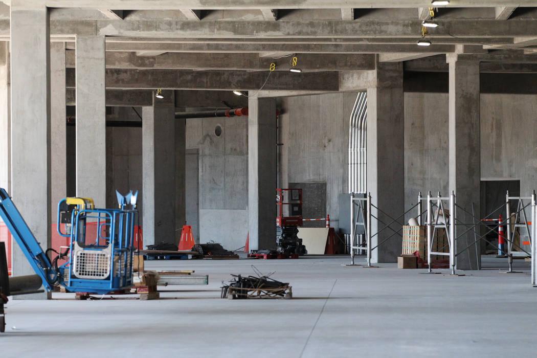 Un sitio de construcción tranquilo en el estadio de los Raiders en Las Vegas cuando los trabajadores se retiraron por un día en reconocimiento al Día de los Veteranos el lunes 12 de noviembre d ...