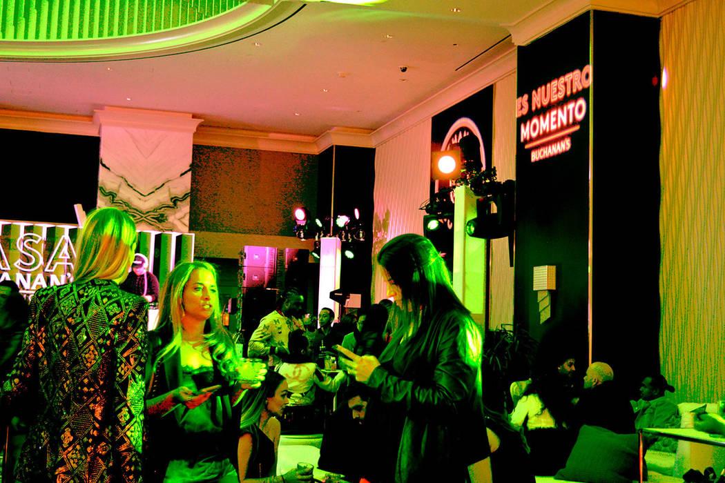La celebración se llevó a cabo con la presencia de distinguidas personalidades y artistas. Martes 13 de noviembre de 2018, en el Moon, antro localizado en Fantasy Tower del Palms. Foto Frank Ale ...