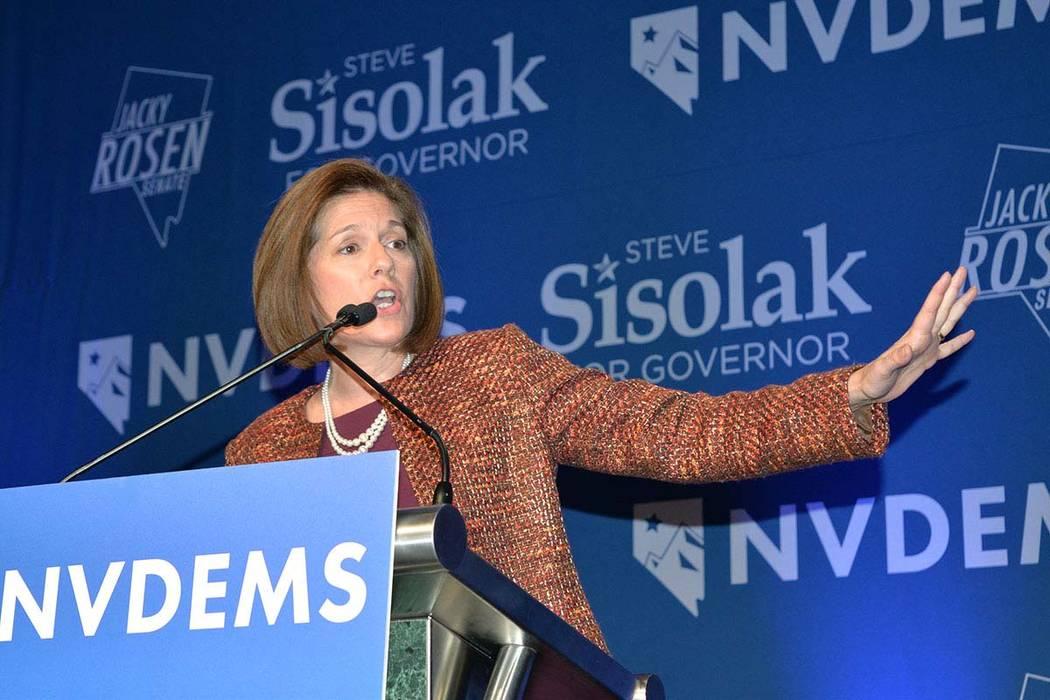 La senadora Catherine Cortez Masto, demócrata por Nevada, habla durante un evento de la noche de elecciones organizado por los demócratas de Nevada en el Caesars Palace en Las Vegas el martes 6 ...