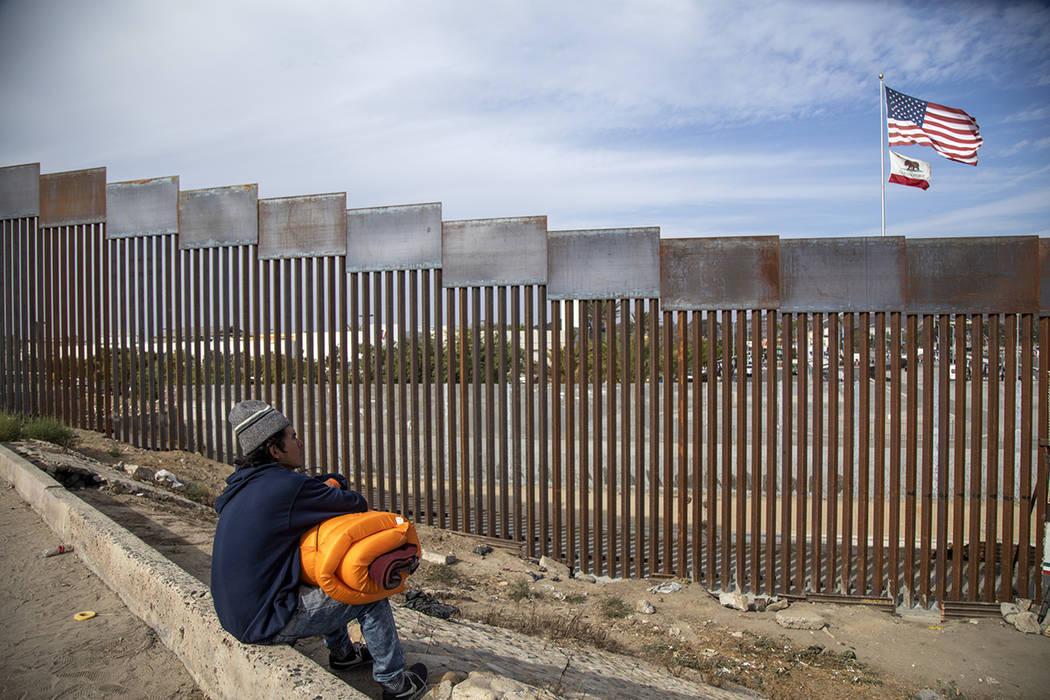 ARCHIVO.- Tijuana, Baja California 19 Nov 2018 (Notimex-Eduardo Jaramillo).- Anibal, un hondureño de la Caravana Migrante , que llegó desde hace tres días a Tijuana con la intención de cruzar ...