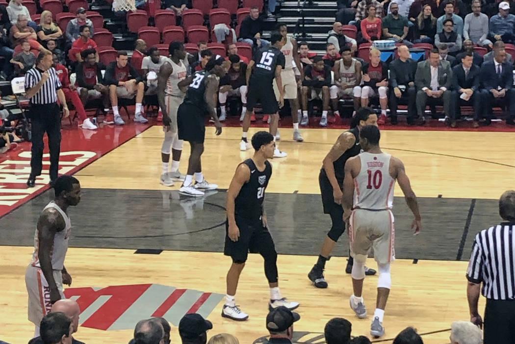 La UNLV recibe a Oakland en el Thomas & Mack Center en Las Vegas el viernes 16 de noviembre de 2018. La UNLV ganó 74 a 61. (Lori Cox / Las Vegas Review-Journal)