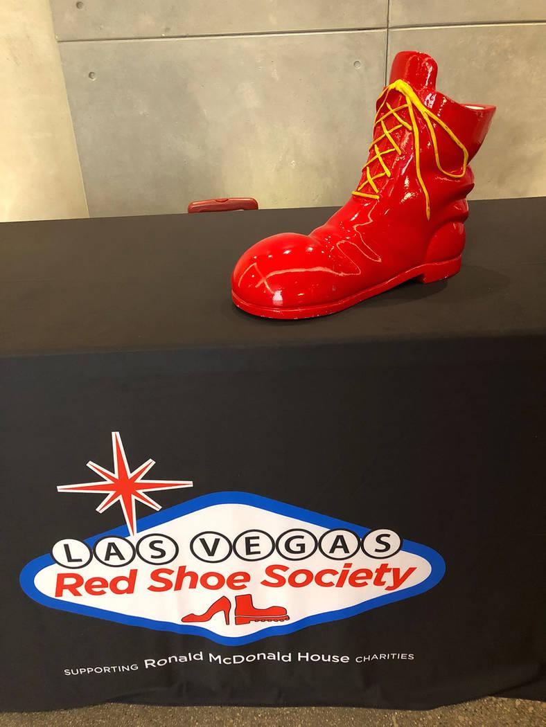 La Sociedad del Zapato Rojo recauda fondos para ayudar a la organización no lucrativa Ronald McDonald House Charities. Jueves 15 de noviembre de 2018, en la sede de UFC. Foto Valdemar González / ...