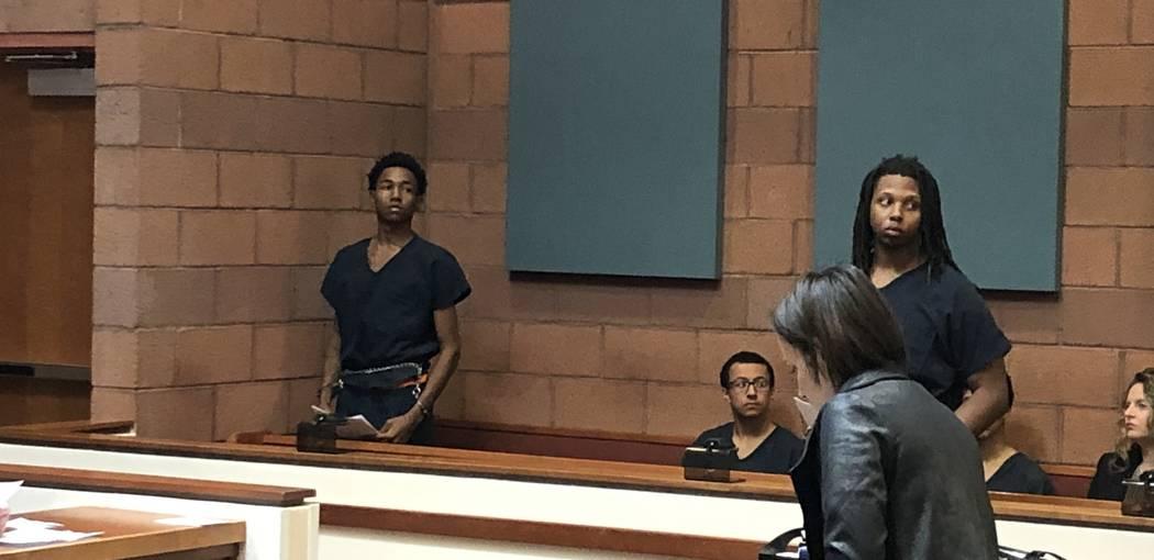 Damion Dill, izquierda, y Jarquan Tiffith aparecen en la Corte de Justicia de North Las Vegas el miércoles 14 de noviembre de 2018. (David Ferrara / Las Vegas Review-Journal)