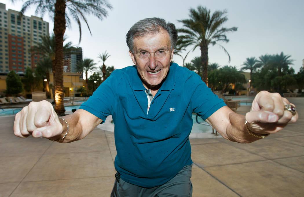 El ex entrenador de fútbol de la UNLV, Harvey Hyde, posa para un retrato en el exterior del hotel-casino South Point en Las Vegas, el miércoles 10 de octubre de 2012. (Archivo del Review-Journal)