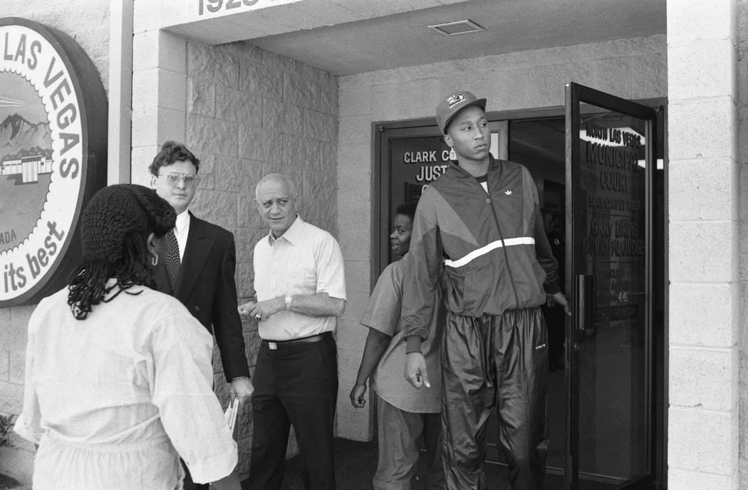 El ex recluta de la UNLV, Lloyd Daniels, de 19 años, sale del Tribunal de Justicia de North Las Vegas donde se declaró culpable de un delito menor por intentar comprar cocaína en una casa de No ...
