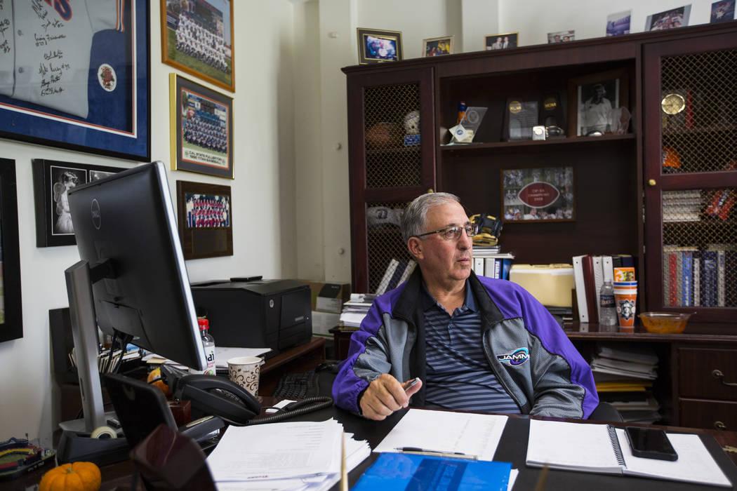Steve DiTolla, director atlético asociado senior de Cal State Fullerton, en su oficina en el campus de Fullerton, California, el miércoles 31 de octubre de 2018. Chase Stevens Las Vegas Review-J ...