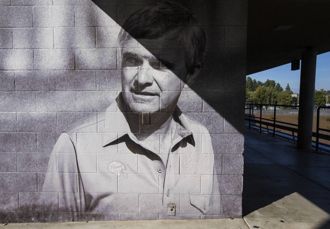 Una foto histórica del entrenador en jefe de fútbol de Titan, Gene Murphy, en el Titan Stadium en Cal State Fullerton en Fullerton, California, el miércoles 31 de octubre de 2018. Chase Stevens ...