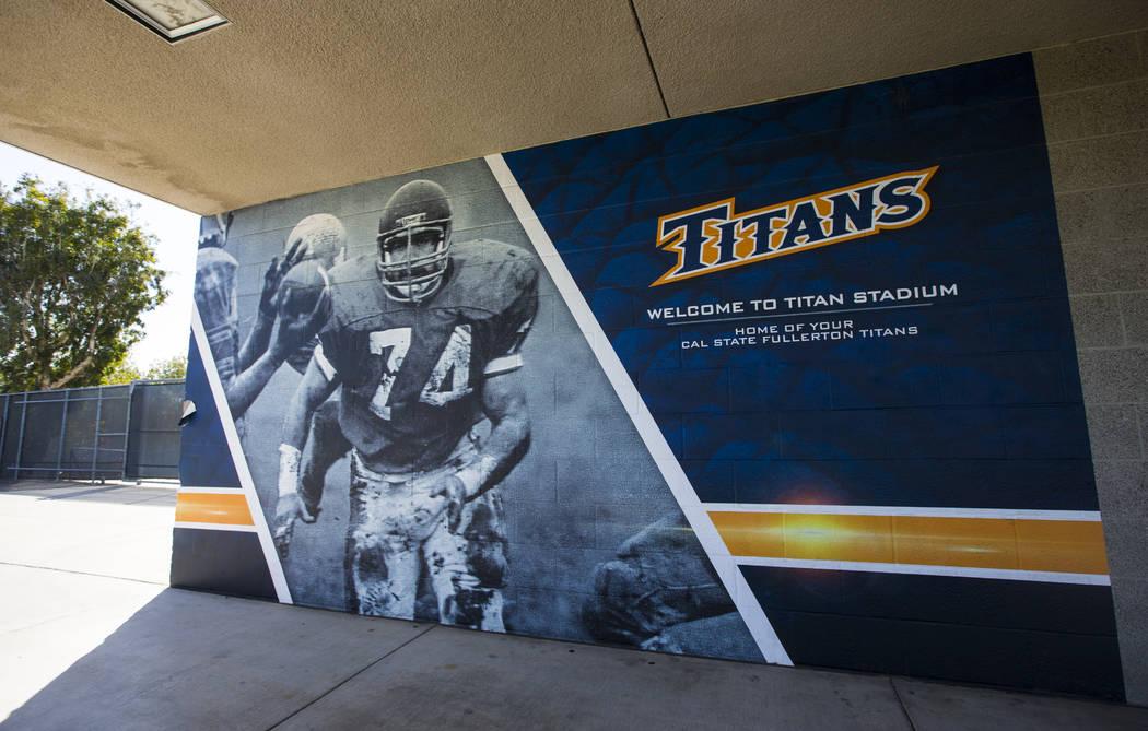 Fotografías históricas del antiguo programa de fútbol Titan que se muestra en el Titan Stadium en Cal State Fullerton en Fullerton, California el miércoles 31 de octubre de 2018. Chase Stevens ...