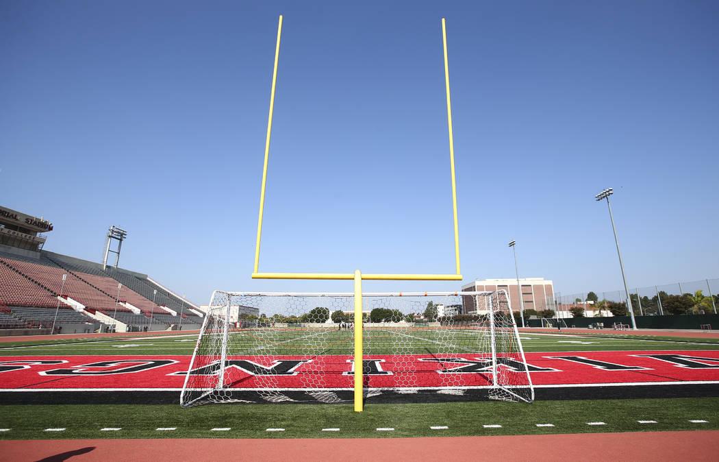 El campo en el Veterans Memorial Stadium, antigua sede del programa de fútbol de Long Beach State, en Long Beach, California, el martes 30 de octubre de 2018. El estadio es utilizado por el equip ...