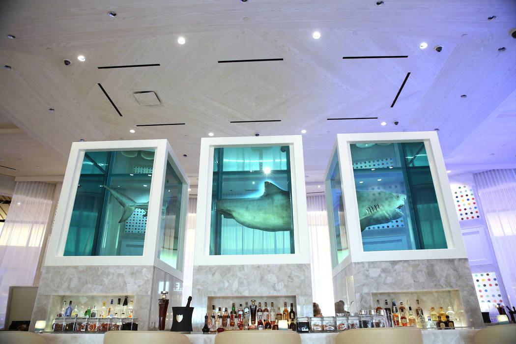 Damien Hirst: The Unknown, Explored, Explained, Exploded, una pieza de arte de tiburones dentro del renovado hotel-casino Palms en Las Vegas, el jueves 17 de mayo de 2018. Erik Verduzco Las Vegas ...