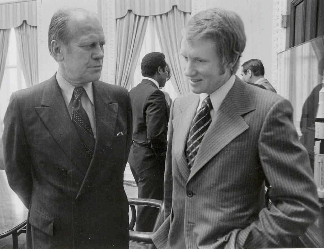 Harry Reid con el Presidente Gerald R. Ford.