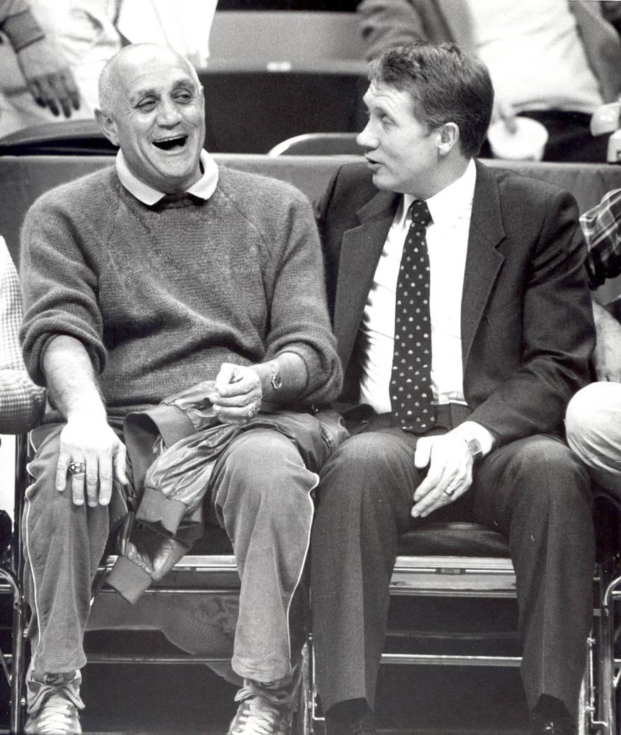 Harry Reid, derecha, con Jerry Tarkanian. Diciembre, 1983 (Las Vegas Review-Journal/Scott Henry)