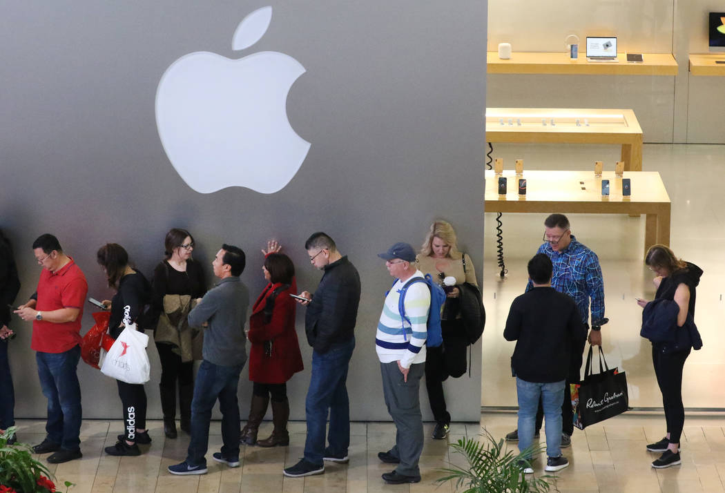 Black Friday sale shoppers stand in line at the Fashion Show Mall Apple Store on Friday, Nov. 23, 2018. Bizuayehu Tesfaye Las Vegas Review-Journal @bizutesfaye