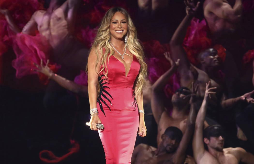 """Mariah Carey interpreta """"With You"""" en los American Music Awards el martes 9 de octubre de 2018, en el Microsoft Theatre de Los Ángeles. (Foto por Matt Sayles / Invision / AP)"""