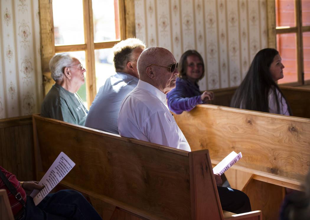 El empresario Jim Marsh asiste a la apertura de la Capilla en Longstreet, una réplica de una iglesia católica en Belmont, en el Marsh's Longstreet Casino en Amargosa Valley el domingo 28 de octu ...