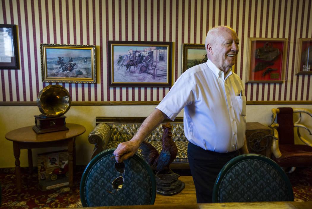 El empresario Jim Marsh en el bar de su Casino Longstreet en Amargosa Valley el domingo 28 de octubre de 2018. Chase Stevens Las Vegas Review-Journal @csstevensphoto