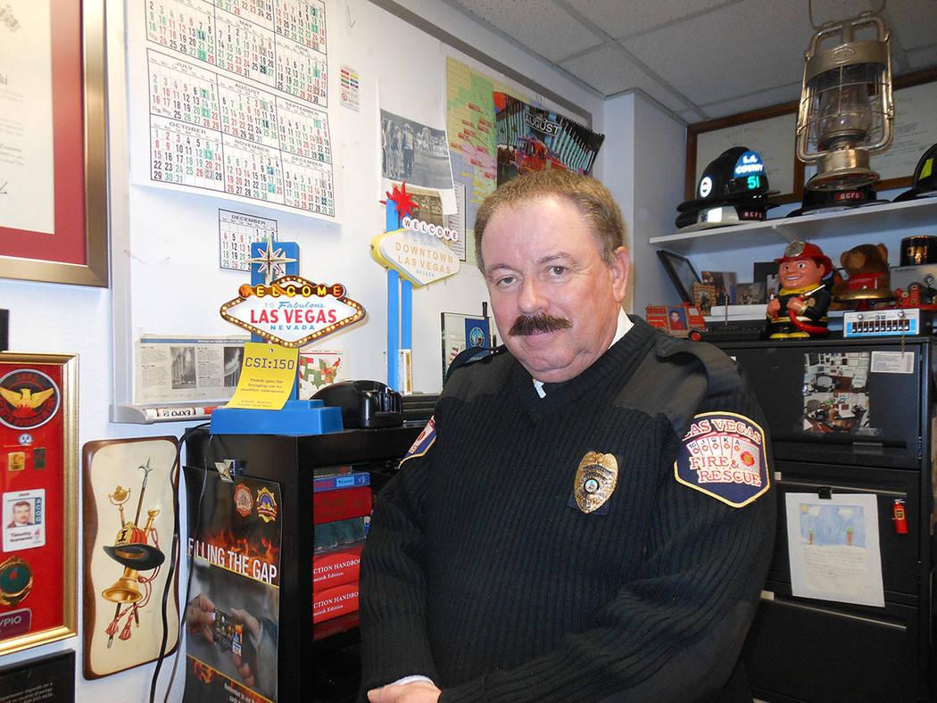 Timothy Szymanski, oficial de Educación e Información Pública del Departamento de Bomberos de Las Vegas, recomienda instalar detectores de humo. Foto Valdemar González / El Tiempo - Contribuidor.