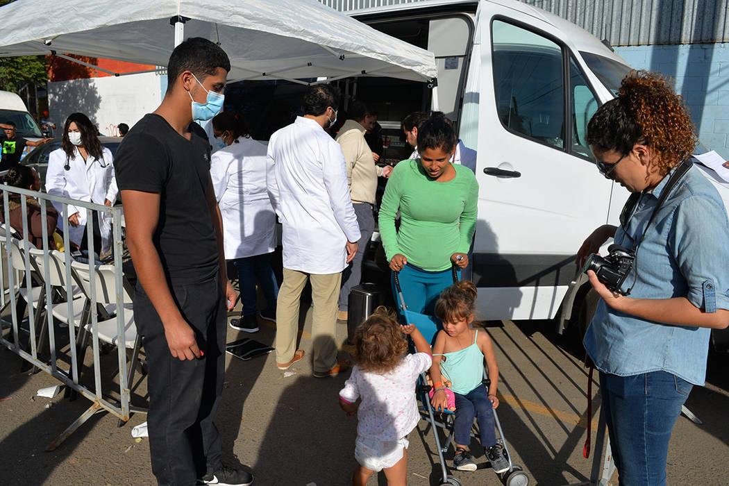 Brenda Rodas y Griselda Anaya son dos de las enfermeras que la fundación SIMNSA A.C. proporcionó para que atendieran a los miembros de la Caravana Migrante que requieran atención médica, con e ...