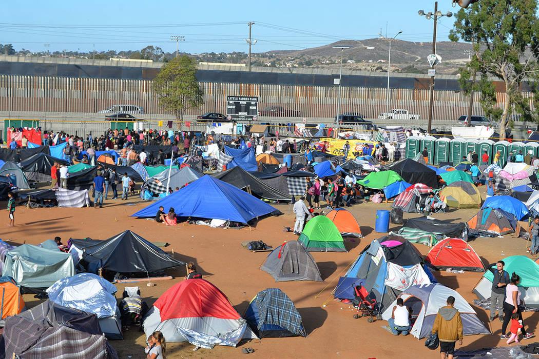 La unidad deportiva Benito Juárez alberga a los miembros de la Caravana Migrante en Tijuana. Sábado 24 de noviembre de 2018, en Tijuana, Baja California Norte. Foto Frank Alejandre / El Tiempo.