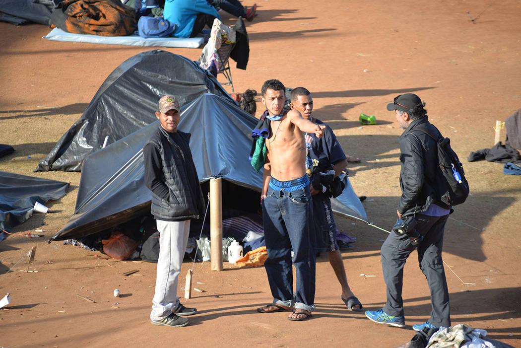 La mayoría de integrantes de la Caravana Migrante son hombres jóvenes. Sábado 24 de noviembre de 2018, en Tijuana, Baja California Norte. Foto Frank Alejandre / El Tiempo.
