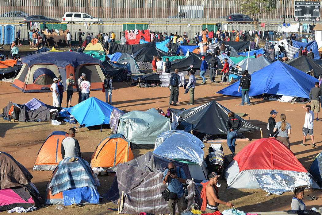 El Éxodo Centroamericano, agrupado en caravanas migrantes llegó a Tijuana y sus miembros fueron albergados en la Unidad Deportiva Benito Juárez. Sábado 24 de noviembre de 2018, en Tijuana, Baj ...